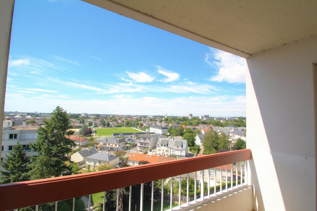 Achat Appartement 4 pièces à Fleury-les-Aubrais - vignette-6