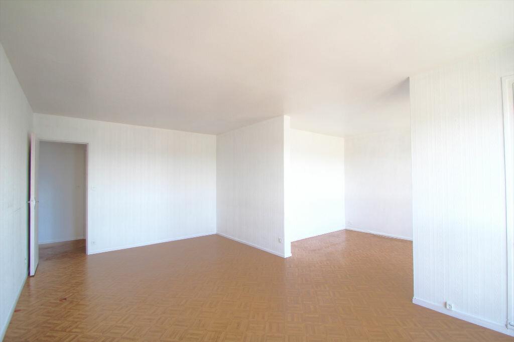 Achat Appartement 4 pièces à Fleury-les-Aubrais - vignette-7