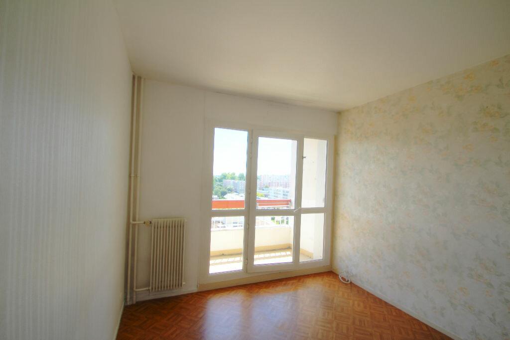 Achat Appartement 4 pièces à Fleury-les-Aubrais - vignette-8
