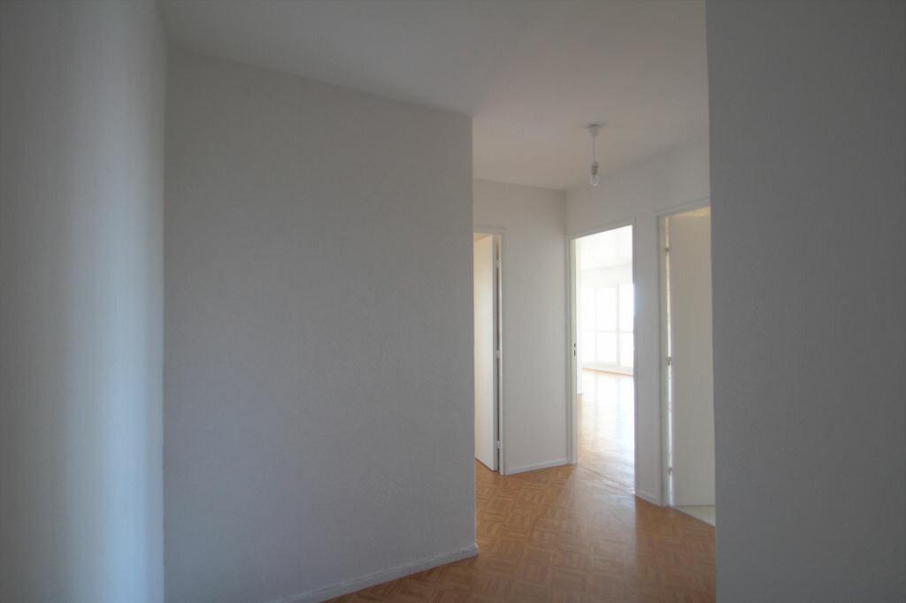 Achat Appartement 4 pièces à Fleury-les-Aubrais - vignette-12