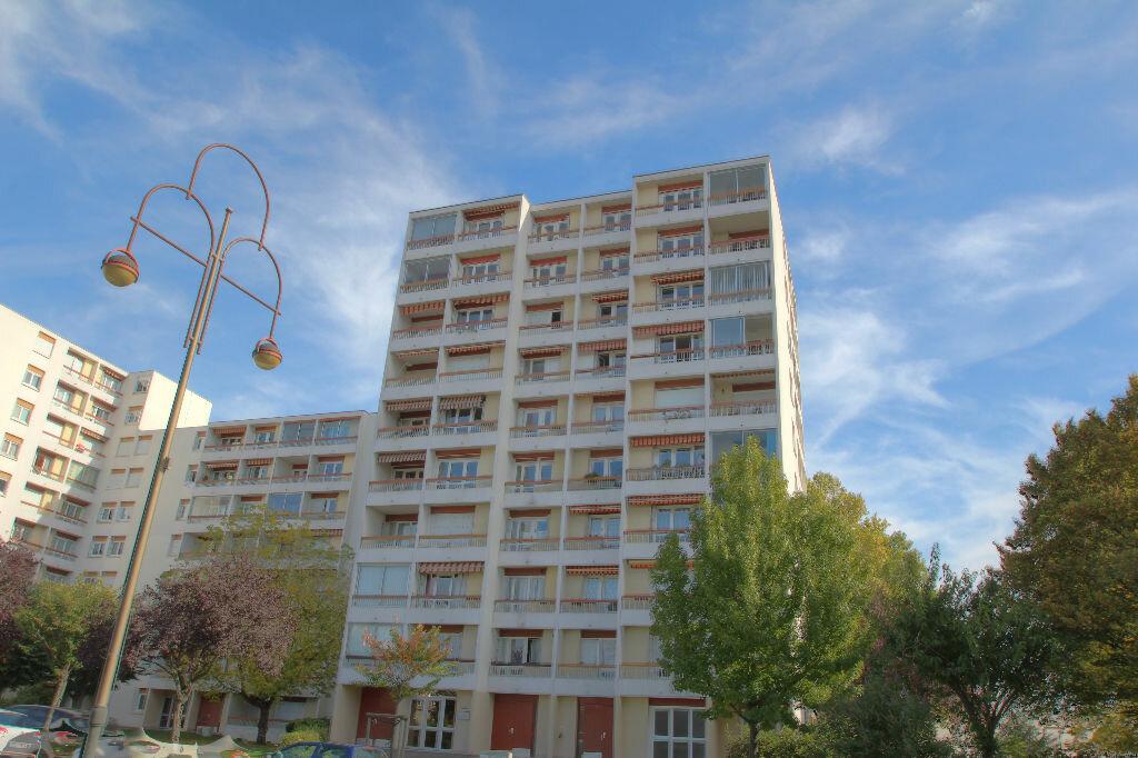 Achat Appartement 4 pièces à Fleury-les-Aubrais - vignette-14