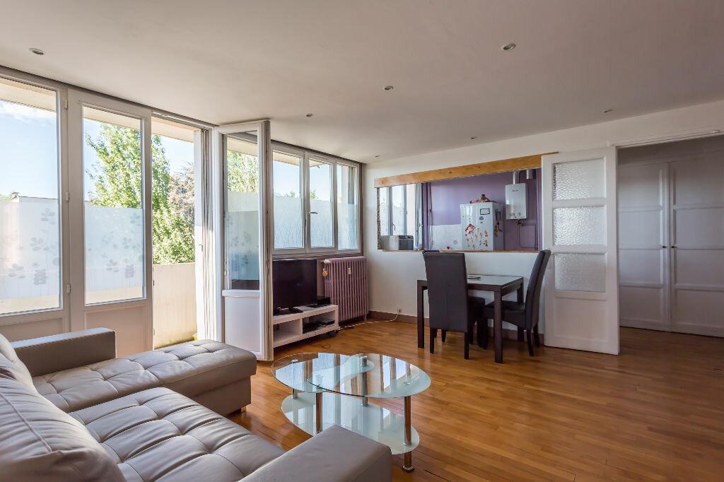 Achat Appartement 3 pièces à Saint-Maur-des-Fossés - vignette-2
