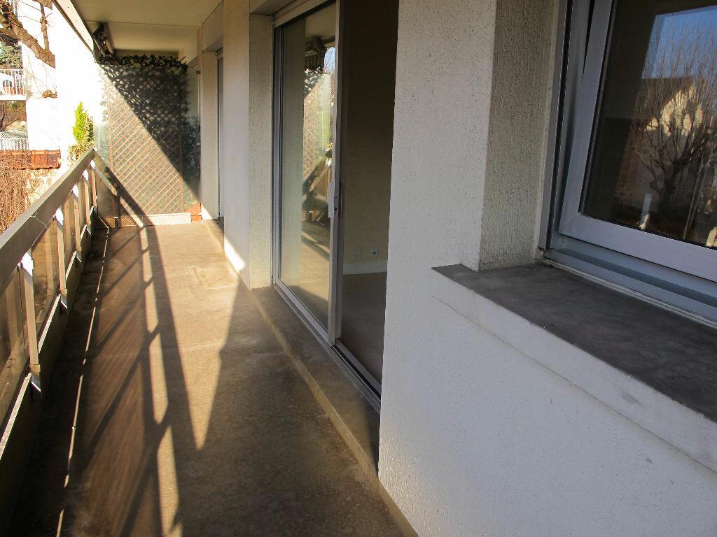 Location Appartement 2 pièces à Asnières-sur-Seine - vignette-1