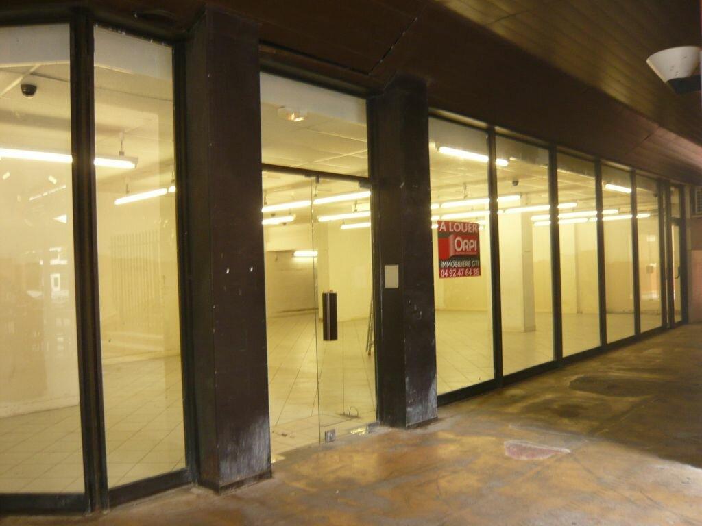 Location Local commercial  à Valbonne - vignette-1