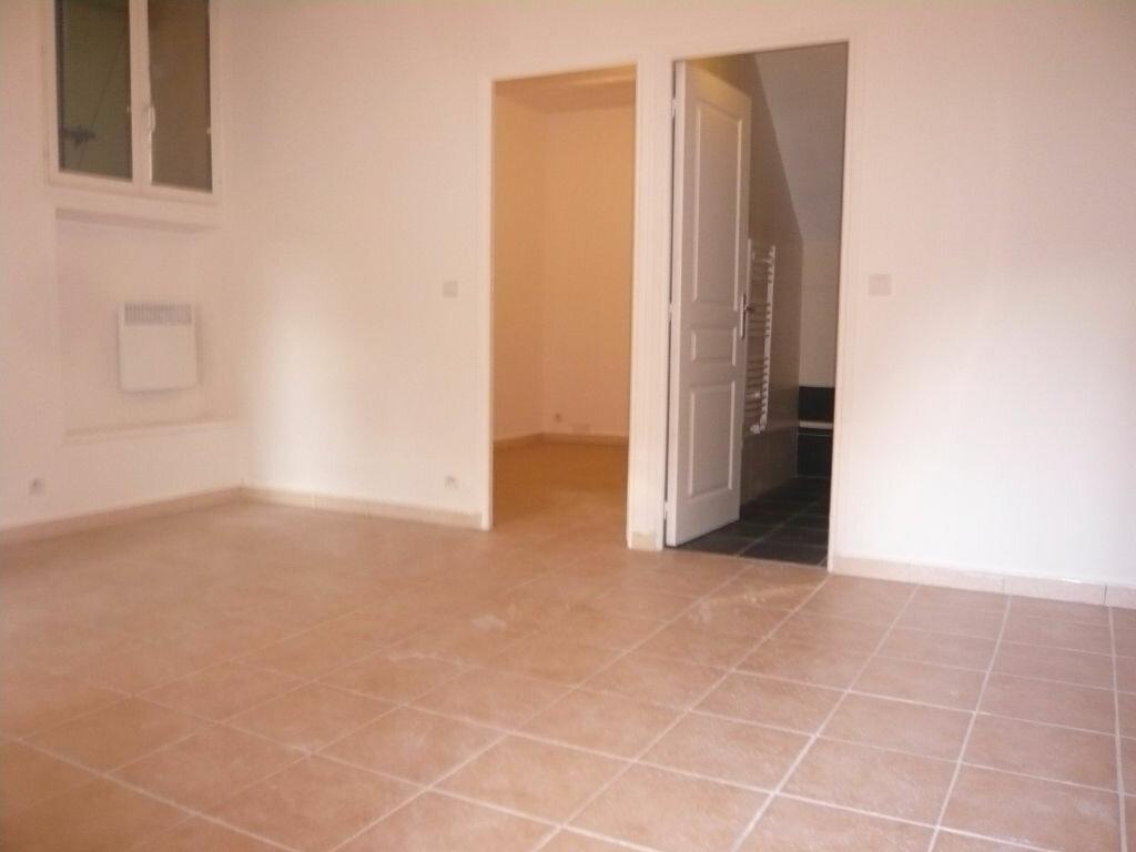Location Appartement 2 pièces à Gilette - vignette-1