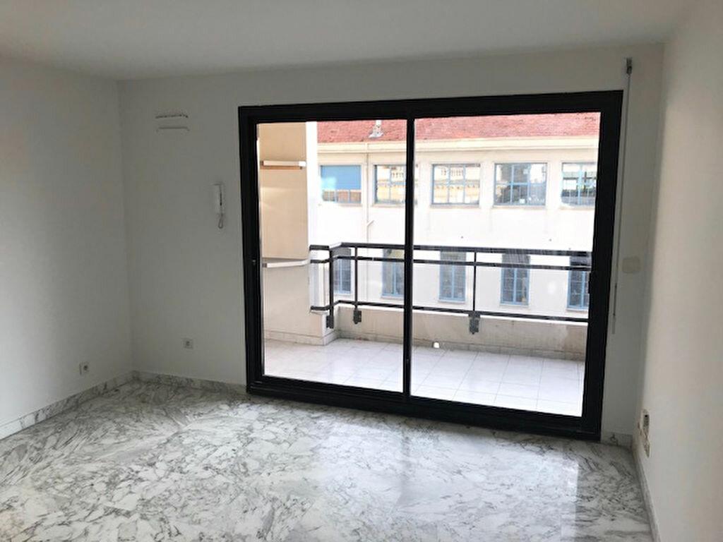 Location Appartement 2 pièces à Nice - vignette-3