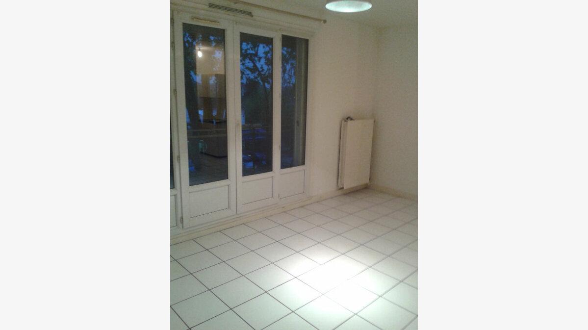 Location Appartement 1 pièce à Antony - vignette-1