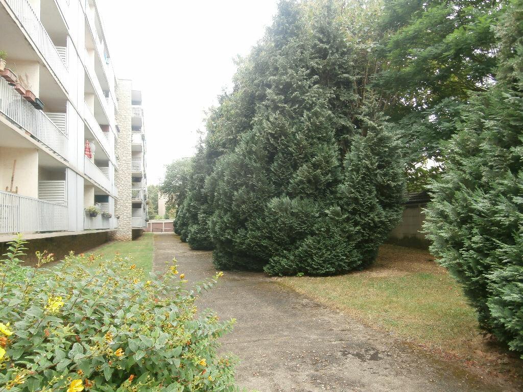 Achat Appartement 3 pièces à Chevilly-Larue - vignette-2