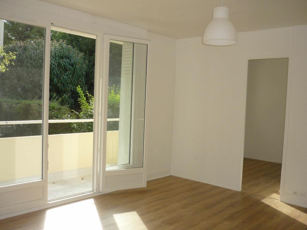 Location Appartement 3 pièces à L'Haÿ-les-Roses - vignette-1
