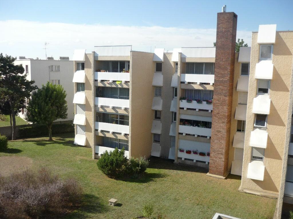 Location Appartement 1 pièce à Cachan - vignette-1