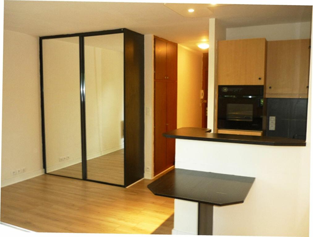 Location Appartement 1 pièce à L'Haÿ-les-Roses - vignette-1