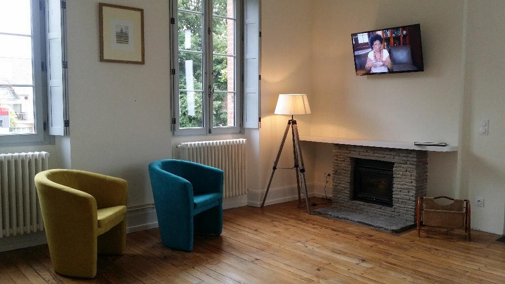 Location Appartement 1 pièce à Vic-en-Bigorre - vignette-1