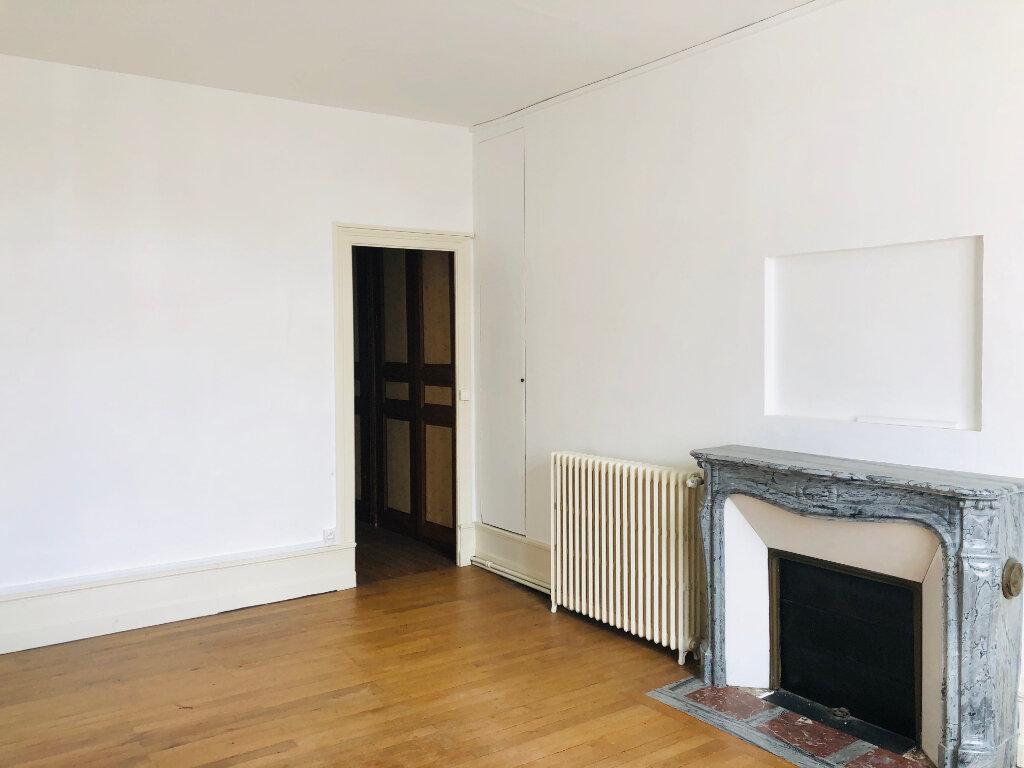 Achat Appartement 6 pièces à Château-Renault - vignette-1