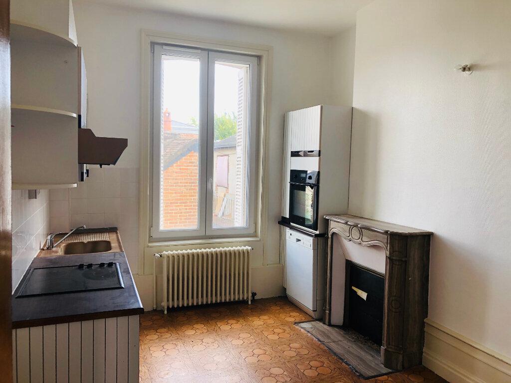 Achat Appartement 6 pièces à Château-Renault - vignette-2