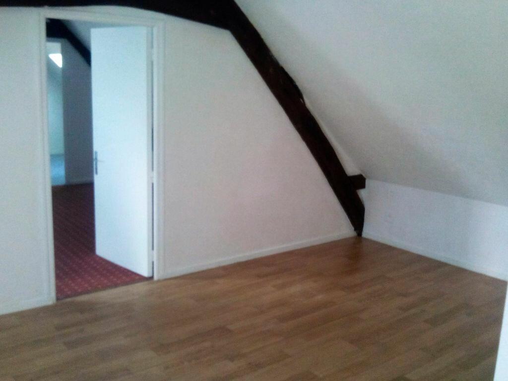 Location Appartement 4 pièces à Château-Renault - vignette-1