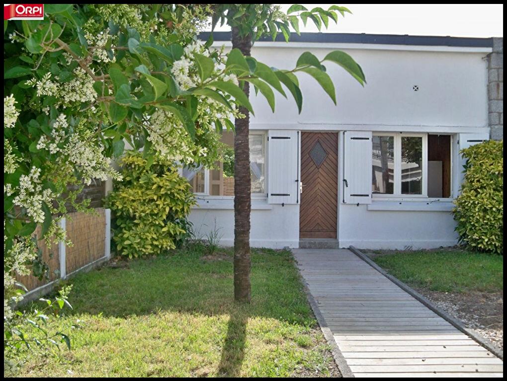Location Maison 2 pièces à Larmor-Plage - vignette-1