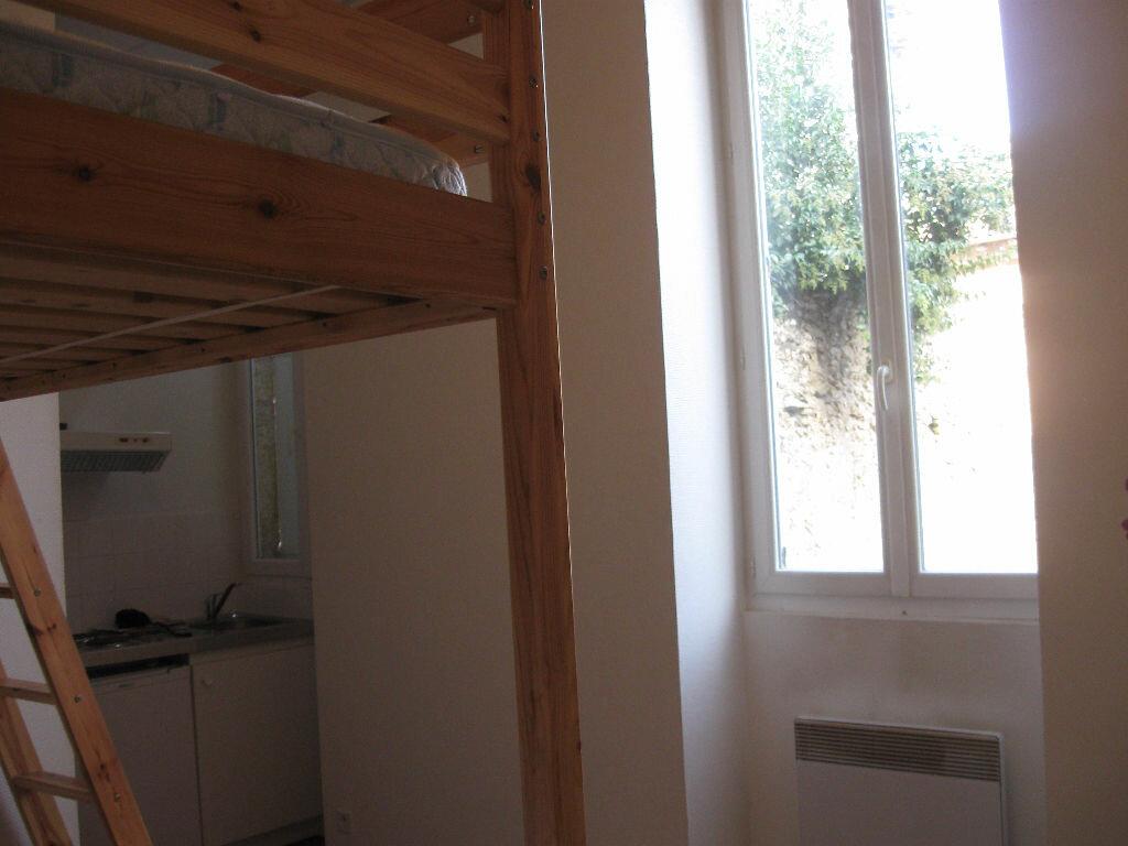 Location Appartement 1 pièce à Mont-de-Marsan - vignette-2
