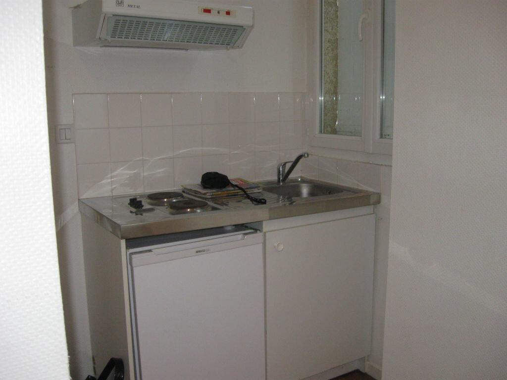 Location Appartement 1 pièce à Mont-de-Marsan - vignette-3