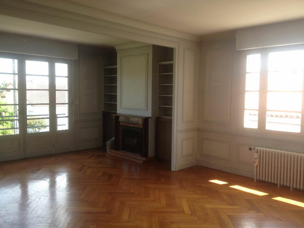 Achat Maison 10 pièces à Saint-Pierre-du-Mont - vignette-3