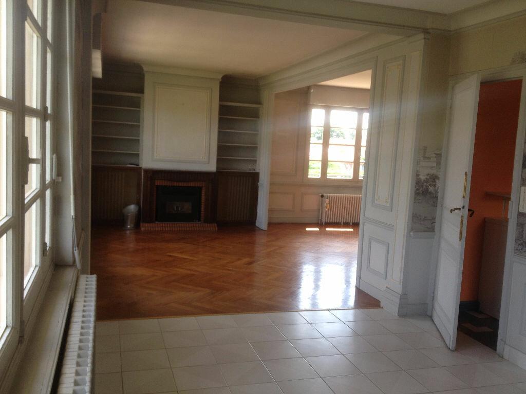 Achat Maison 10 pièces à Saint-Pierre-du-Mont - vignette-4