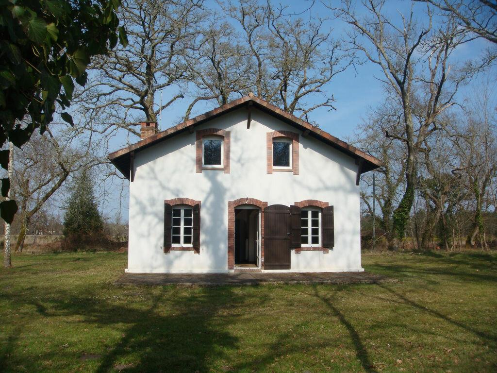 Location Maison 5 pièces à Saint-Martin-d'Oney - vignette-1