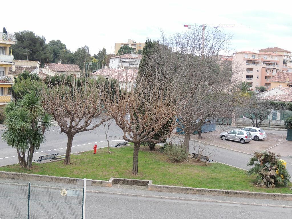 Achat Appartement 4 pièces à Saint-Raphaël - vignette-2