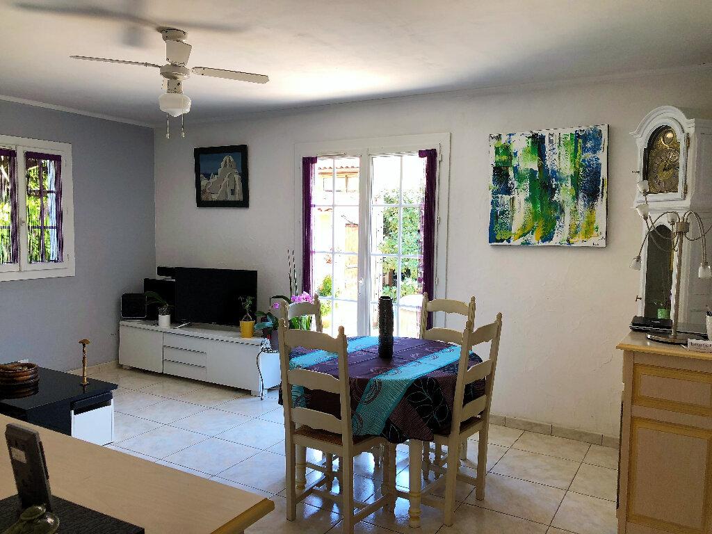 Achat Appartement 3 pièces à Fréjus - vignette-2