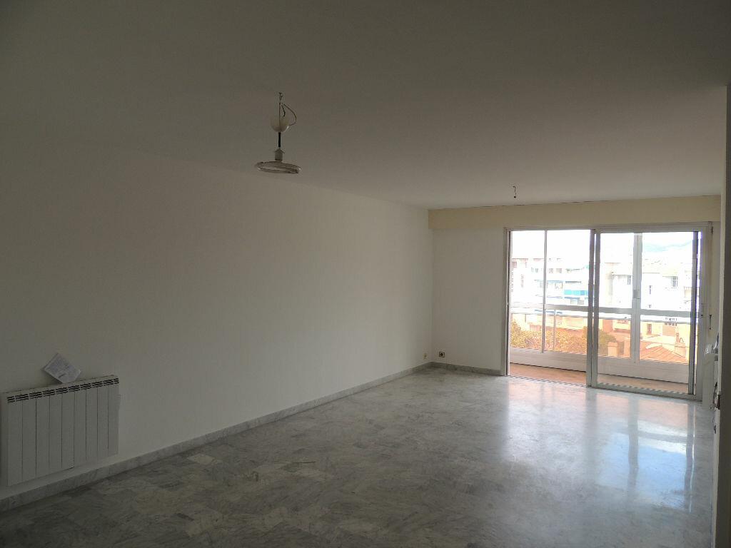 Achat Appartement 3 pièces à Saint-Raphaël - vignette-2