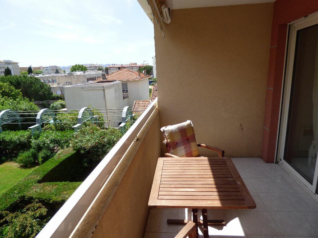 Achat Appartement 1 pièce à Saint-Raphaël - vignette-2
