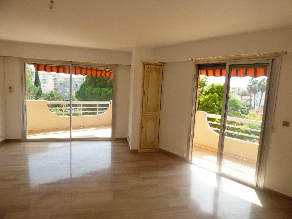 Achat Appartement 4 pièces à Saint-Raphaël - vignette-5