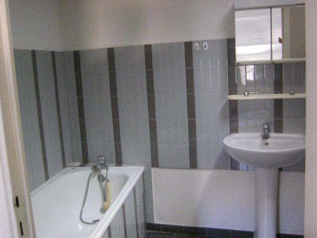 Location Appartement 2 pièces à Pézenas - vignette-4