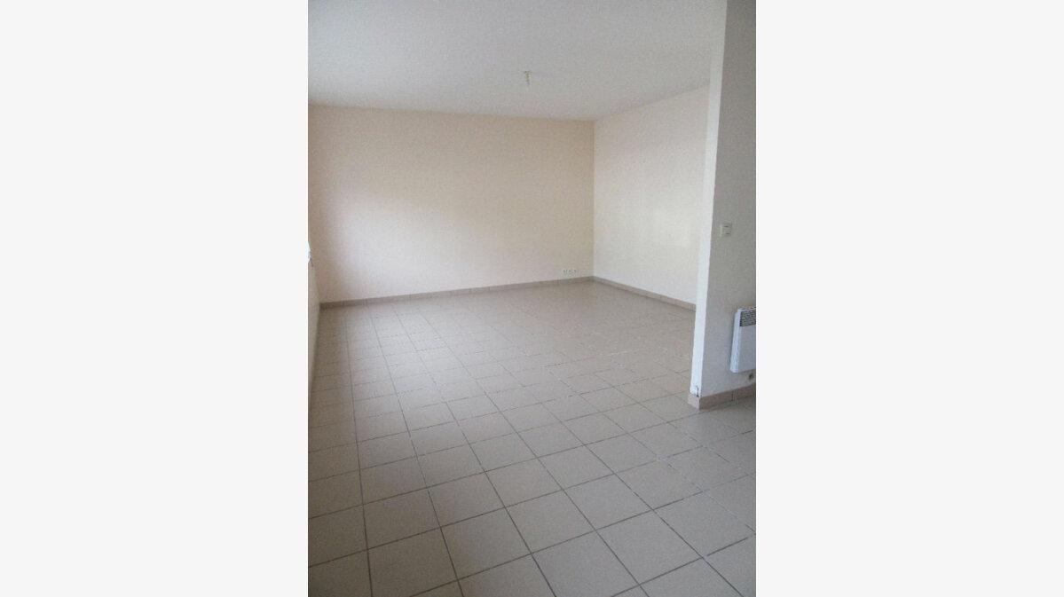 Location Appartement 3 pièces à Garlin - vignette-2