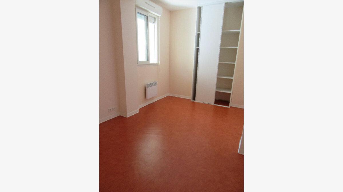 Location Appartement 3 pièces à Garlin - vignette-5