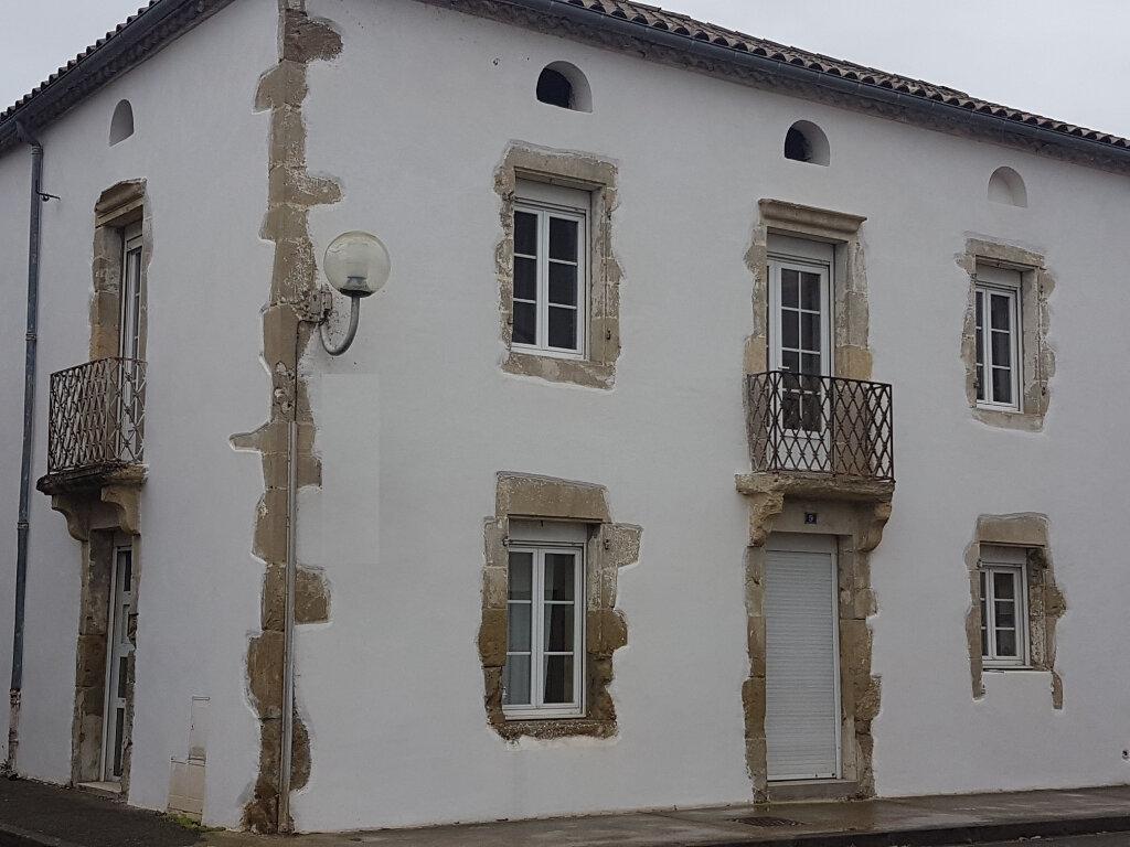 Location Maison 4 pièces à Aire-sur-l'Adour - vignette-1