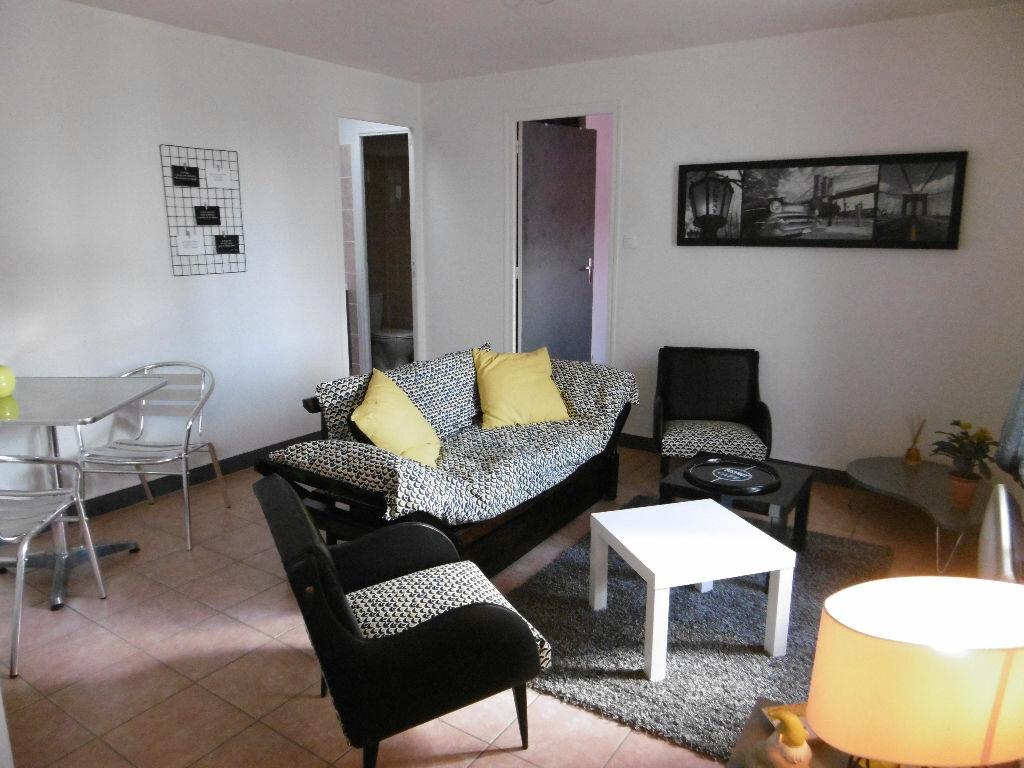 Location Appartement 2 pièces à Saint-Germain-sur-Meuse - vignette-1
