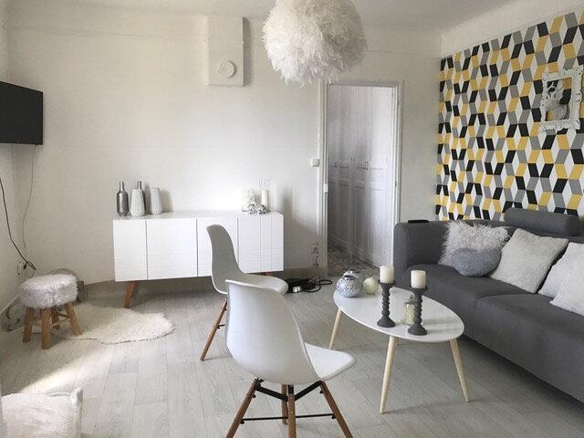 Location Maison 2 pièces à Dampierre-en-Burly - vignette-1