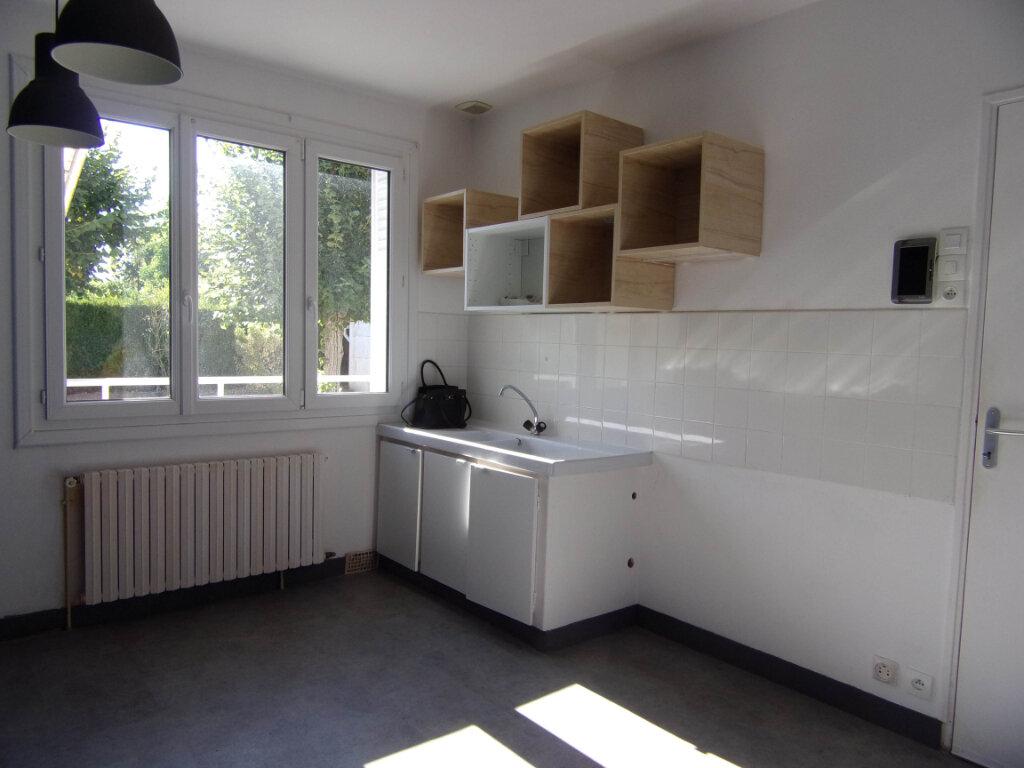 Location Maison 3 pièces à Sainte-Geneviève-des-Bois - vignette-5
