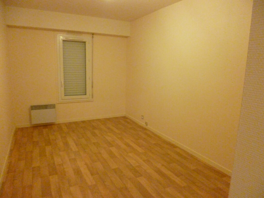 Location Appartement 2 pièces à Les Bordes - vignette-1