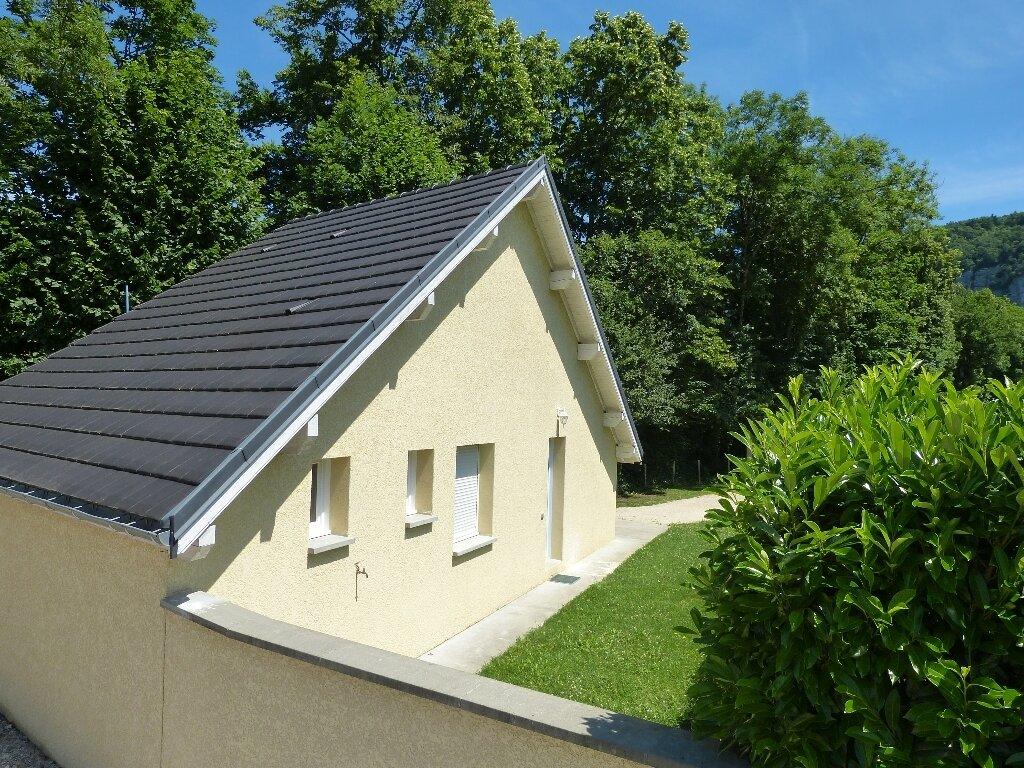 Location Maison 3 pièces à Saint-Christophe-sur-Guiers - vignette-1