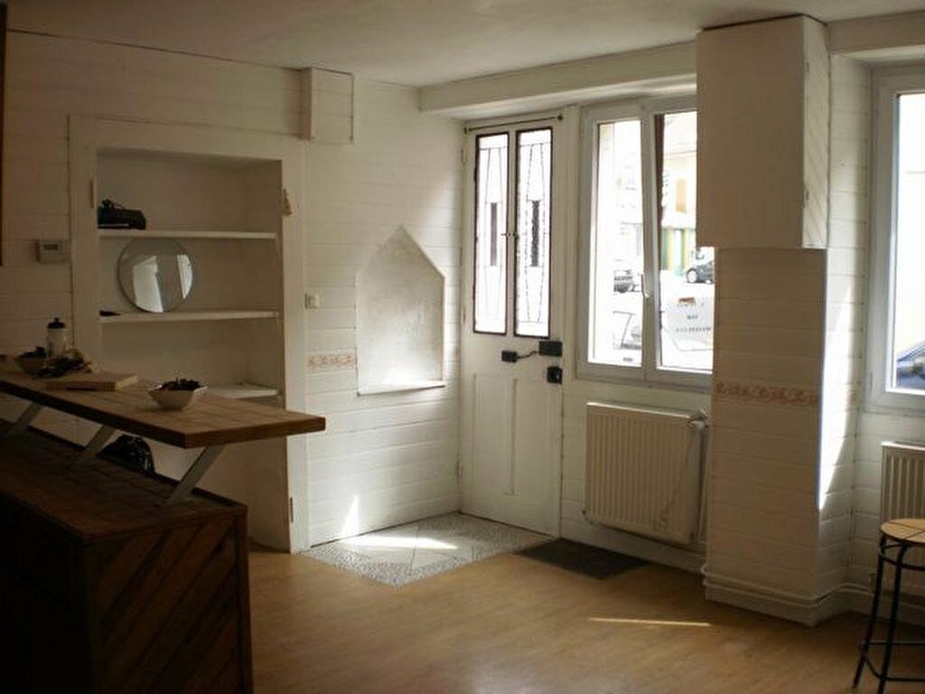 Achat Maison 4 pièces à Saint-Laurent-du-Pont - vignette-2