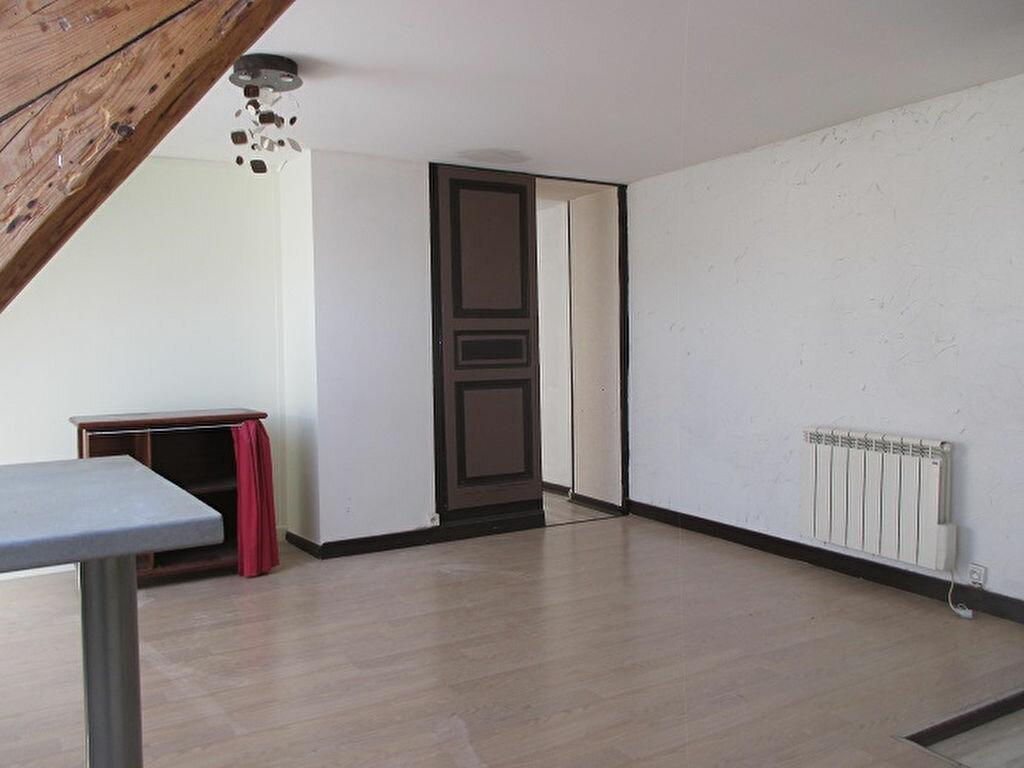 Achat Appartement 3 pièces à Saint-Laurent-du-Pont - vignette-2