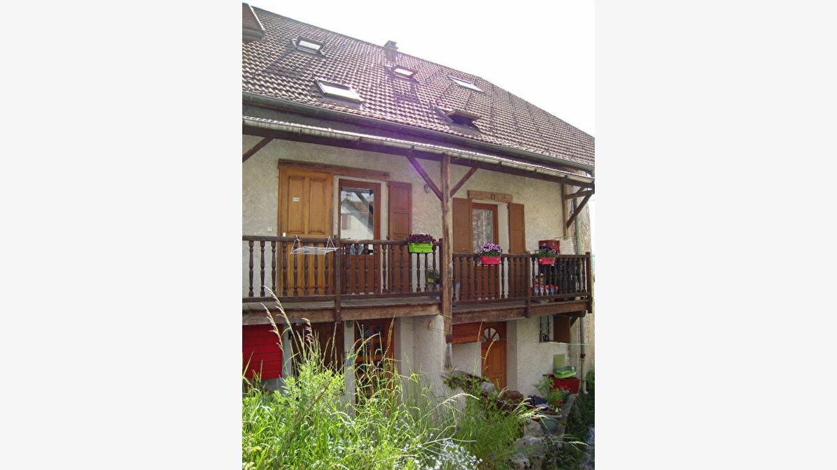 Achat Immeuble  à Saint-Laurent-du-Pont - vignette-1