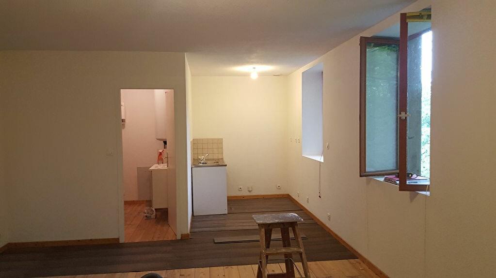 Achat Appartement 1 pièce à La Bridoire - vignette-1