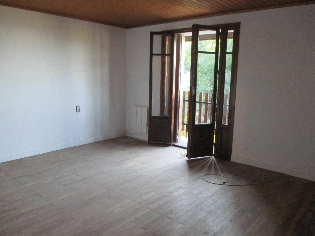 Location Appartement 3 pièces à Saint-Christophe - vignette-1