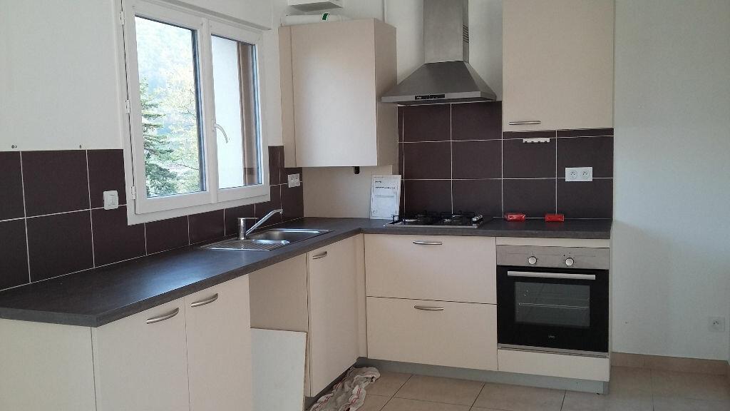 Location Appartement 3 pièces à Saint-Étienne-de-Crossey - vignette-1