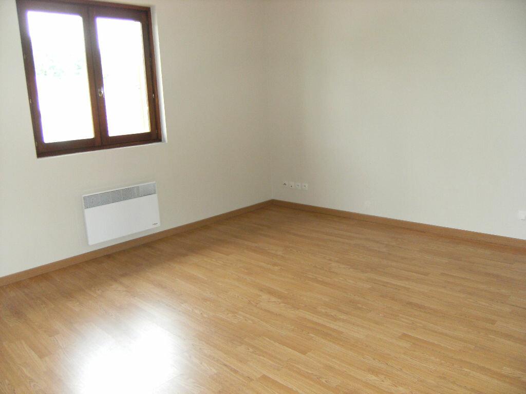 Location Appartement 3 pièces à Breuillet - vignette-1