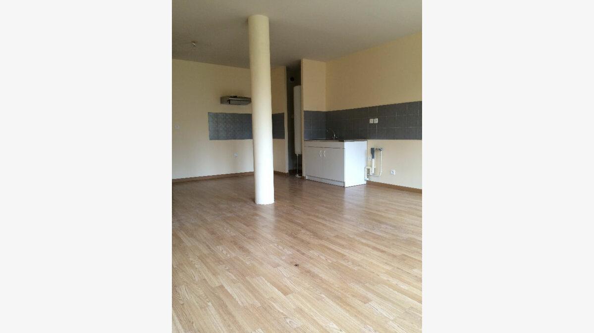 Location Appartement 1 pièce à Breuillet - vignette-1