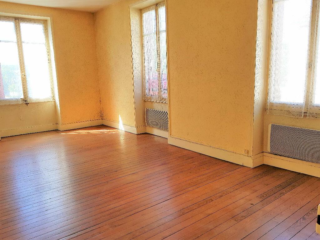 Achat Appartement 4 pièces à Montceau-les-Mines - vignette-4