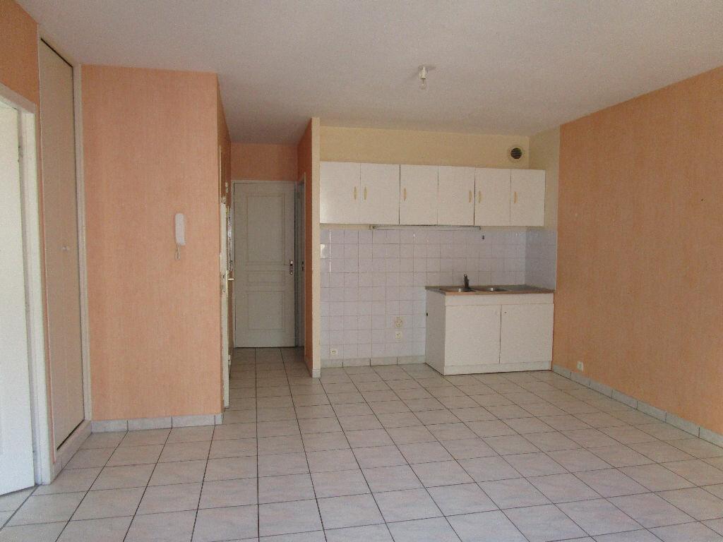 Location Appartement 2 pièces à Marcillac-Vallon - vignette-1