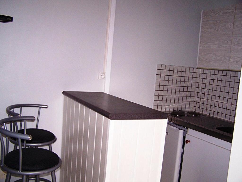 Location Appartement 1 pièce à Rodez - vignette-1